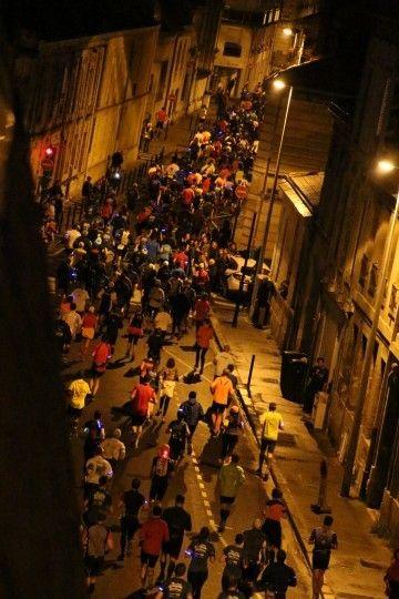 街道上滿滿的音樂和加油聲!