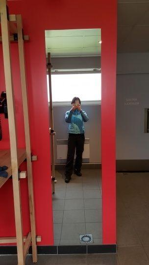 女生更衣間,全身鏡(對女孩子挺重要的XD)。