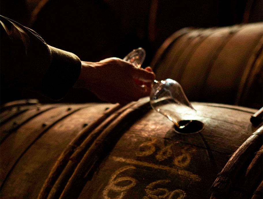 參觀干邑白蘭地酒廠 – 背包客的10個旅行提案